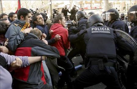 carga-de-los-mossos-en-cataluña