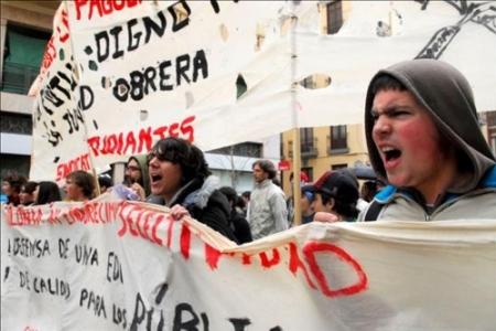 estudiantes-protestando-por-el-plan-bolonia